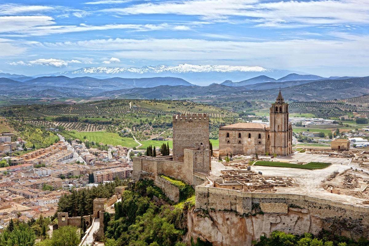 01-Panorámica-de-la-Fortaleza-de-la-Mota-y-Sierra-Nevada.-Pepe-H.-Ayto-Alcalá-la-Real